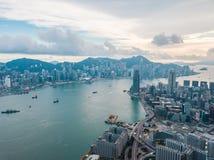Hong Kong City na vista aérea no céu imagem de stock royalty free