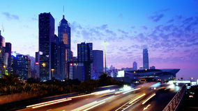 Hong Kong City Night Timelapse. Zoomen ut sköt. lager videofilmer