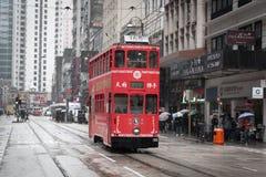 Hong Kong cityscapesikt med dendäck elkraftspårvagnen Arkivfoton