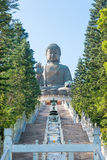 Hong Kong - 11 décembre 2015 : Tian Tan Buddha une tache de touristes célèbre Image stock