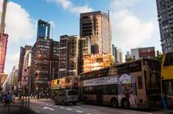 Hong Kong - 8 de agosto de 2018: Cuervo céntrico de la escena de la calle de Hong Kong fotos de archivo libres de regalías