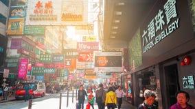 HONG KONG - 11 DE DEZEMBRO: Compra dos povos no kok de Mong o 11 de dezembro de 2016 em Hong Kong O kok de Mong é caracterizado p foto de stock royalty free
