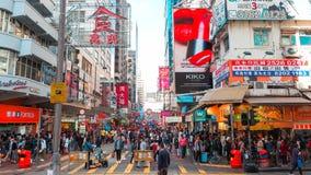 HONG KONG - 11 DE DEZEMBRO: Compra dos povos no kok de Mong o 11 de dezembro de 2016 em Hong Kong O kok de Mong é caracterizado p imagem de stock
