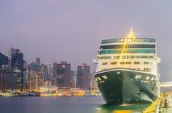 HONG KONG - 10 de diciembre de 2016: Puerto del embarkment del muelle del barco de cruceros Imagen de archivo libre de regalías