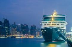 HONG KONG - 10 de diciembre de 2016: Puerto del embarkment del muelle del barco de cruceros Imágenes de archivo libres de regalías
