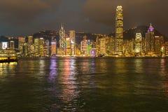 Hong Kong, de horizonpanorama van China van over Victoria Habour Stock Afbeeldingen