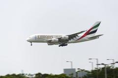HONG KONG - 30 de maio: Os emirados Airbus 380 chegam em Hong Kong International Airport o 30 de maio de 2015 em Hong Kong Os emi Imagem de Stock