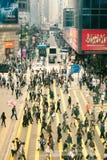 Hong Kong - 16 de marzo: Muchedumbres en la calle de Hong Kong, distrito central el 16 de marzo de 2012 Fotos de archivo libres de regalías