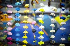 HONG KONG - 7 DE NOVIEMBRE: la decoración de la papiroflexia del paraguas adentro ocupa campaña central en el Ministerio de marin Imágenes de archivo libres de regalías