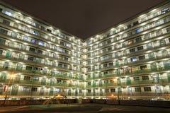 HONG KONG - 14 DE NOVIEMBRE: Opinión de la noche Nam Shan Estate en Shek Kip Mei, Kowloon, Hong Kong Fotos de archivo