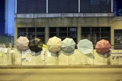 HONG KONG - 5 DE OCTUBRE: Caída del paraguas encima por todas partes en la campaña central de la ocupación en el Ministerio de ma Fotografía de archivo libre de regalías