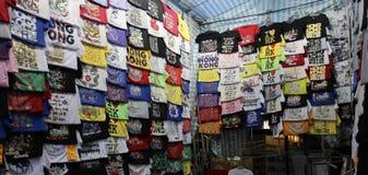 Hong Kong Dec 05, 2013 : Diverse conception des T-shirts de Hong Kong Images stock