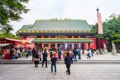 HONG KONG - DECTEMBER 17, 2017 : Pèlerins dans le temple de taoist de Che Kung en étain de Sha, Hong Kong Le taoïsme est une mani photo stock