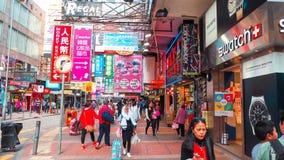 HONG KONG - 11 DICEMBRE: Acquisto della gente al kok di Mong l'11 dicembre 2016 in Hong Kong Il kok di Mong è caratterizzato da u fotografie stock libere da diritti