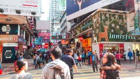 HONG KONG - 11 DICEMBRE: Acquisto della gente al kok di Mong l'11 dicembre 2016 in Hong Kong Il kok di Mong è caratterizzato da u fotografia stock libera da diritti