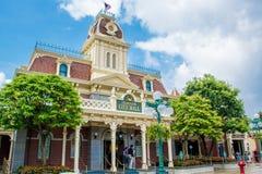 HONG KONG DISNEYLAND - MEI 2015: Disneyland Stadhuis, Hong Kong Disneyland royalty-vrije stock afbeelding