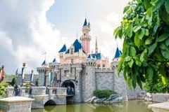HONG KONG DISNEYLAND - MEI 2015: Het kasteel van de slaapschoonheid ` s in Hong Kong Disneyland stock afbeeldingen