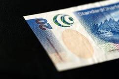 20 Hong Kong dollar på en mörk bakgrund Arkivbild