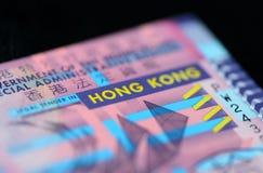 10 Hong Kong dollar på en mörk bakgrund Arkivbilder