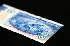 20 Hong Kong dollar på en mörk bakgrund Arkivfoto