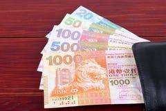 Hong Kong Dollars dans le portefeuille noir photos libres de droits