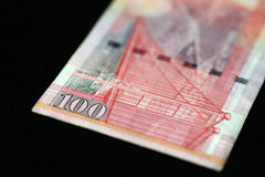 100 Hong Kong-dollars op een donkere achtergrond Stock Foto