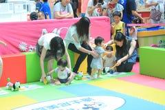 Hong Kong Event av älsklingen för familjen för världen för Disney ` s behandla som ett barn karneval Arkivbilder