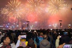 Hong Kong: Exhibición china 2015 de los fuegos artificiales del Año Nuevo Fotos de archivo libres de regalías