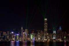Hong Kong Harbor Bathed dans des lasers images stock