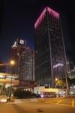 Hong Kong-hemel 's nachts schrapers stock foto's