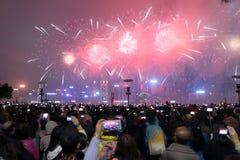 Hong Kong: Het Chinese Nieuwjaarvuurwerk toont 2015 Stock Fotografie