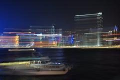 Hong Kong horisont vid natt - ljus och hastighet Fotografering för Bildbyråer