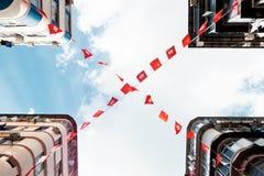 Hong Kong i Porcelanowe flaga jesteśmy trzepotliwi w popióle Zdjęcia Royalty Free