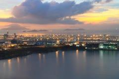 Hong Kong internationell flygplats på skymningen Royaltyfria Foton