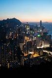 Hong Kong Island-cityscape bij schemer stock afbeelding