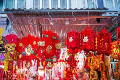 Hong Kong - Januari 10, 2018: Souvenir shoppar på att gå gatan in Royaltyfri Fotografi