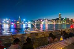 Hong Kong - Januari 10, 2018: Turister som kopplar av runt om Victoria Fotografering för Bildbyråer