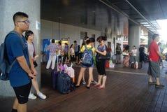 Hong Kong Kina: bussstation Fotografering för Bildbyråer