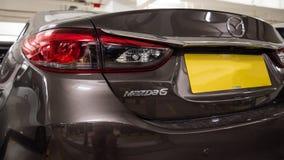 Hong Kong, Hong Kong - 25 2018 Kwiecień: Zakończenie odznaka, taillights i szczegóły na tyły popielaty Mazda 6 sedan Mazda loga, Obrazy Royalty Free