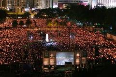 HONG KONG, LE 4 JUIN : Les gens joignent les mémoriaux pour le Tiananmen S Photos libres de droits
