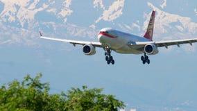 Hong Kong linii lotniczych ładunku Aerobus A330 zbliżać się zbiory wideo