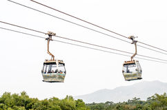 HONG KONG - 2015 Luty 7: Wagony kolei linowej Ngong świst na Lanta Zdjęcie Stock