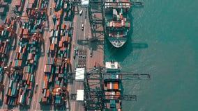 Hong Kong, Maj - 1, 2018: Widok z lotu ptaka nowożytny portowy zbiornika śmiertelnie Import i eksport, biznes logistycznie zbiory