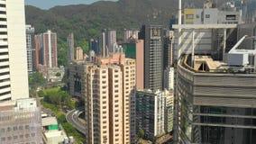 HONG KONG - MAYO DE 2018: Vista aérea del distrito de la bahía del terraplén, de edificios residenciales y de rascacielos metrajes