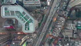 HONG KONG - MAYO DE 2018: Vista a la baja aérea del distrito de la bahía del terraplén, edificios residenciales y de oficinas y r metrajes