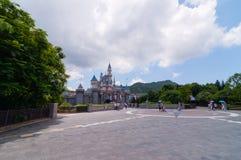 HONG KONG - MEI 08: Castillo grande en Disneyland Hong Kong en MEI 08 2012 en China Fotos de archivo