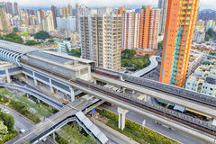 Hong kong miastowy śródmieście i zmierzch prędkość trenujemy obrazy stock