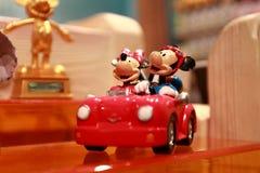 Hong Kong: Minnie och Mickey Mouse leksaker royaltyfri bild