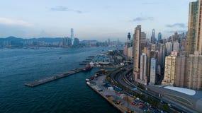 Hong Kong, muelle del oeste, fotografía aérea, mucha gente el día de fiesta a esto fotografía de archivo