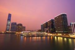Hong Kong nachts in der Kowloon Seite Stockfotos
